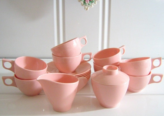 Melmac Melamine Full Set 8 Cups Plates Plus Lidded Sugar Bowl and Creamer PINK