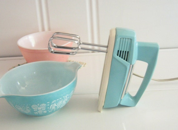Pottery Electric Hand Mixer ~ Vintage aqua general electric hand mixer beater