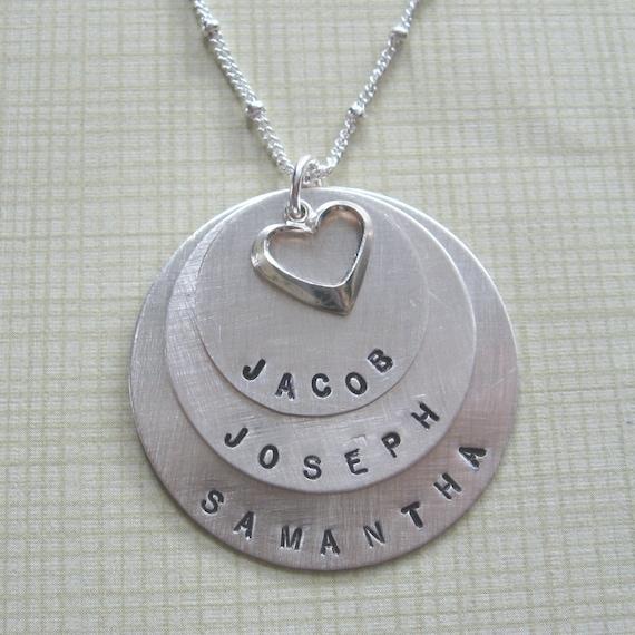3 names discs mother 39 s necklace. Black Bedroom Furniture Sets. Home Design Ideas