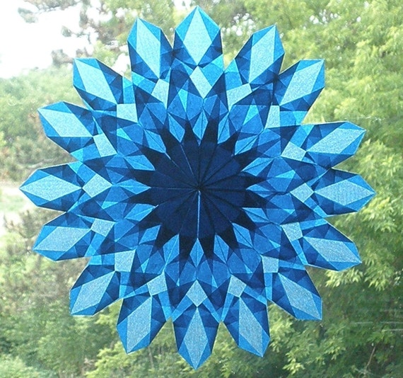 Blue Waldorf-Inspired Sunburst Suncatcher with 16 Points