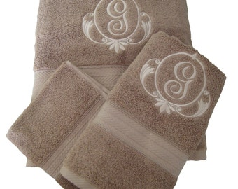 Fancy Monogramed Towel Set