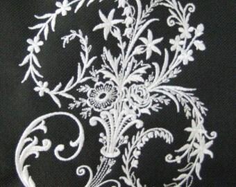 CANVAS TOTE Victorian Whitework Monogram
