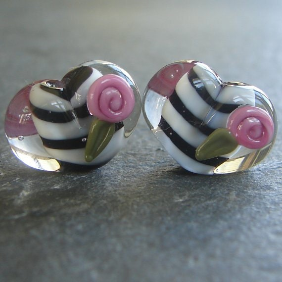 Lampwork beads 892 Hearts Pair (2) Black and White with Pink Roses