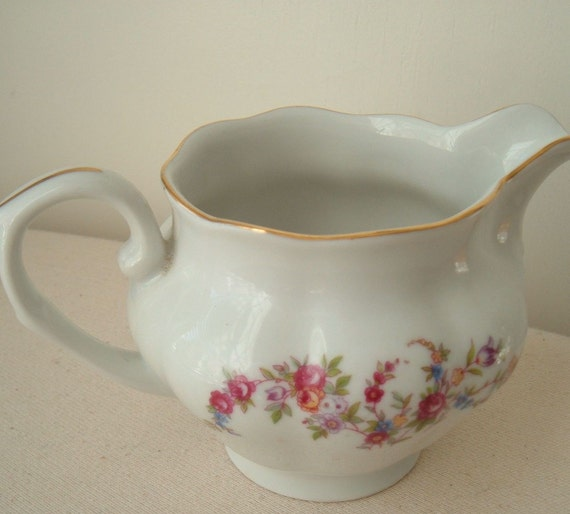 FAROLINA roses and flowers cottage chic creamer