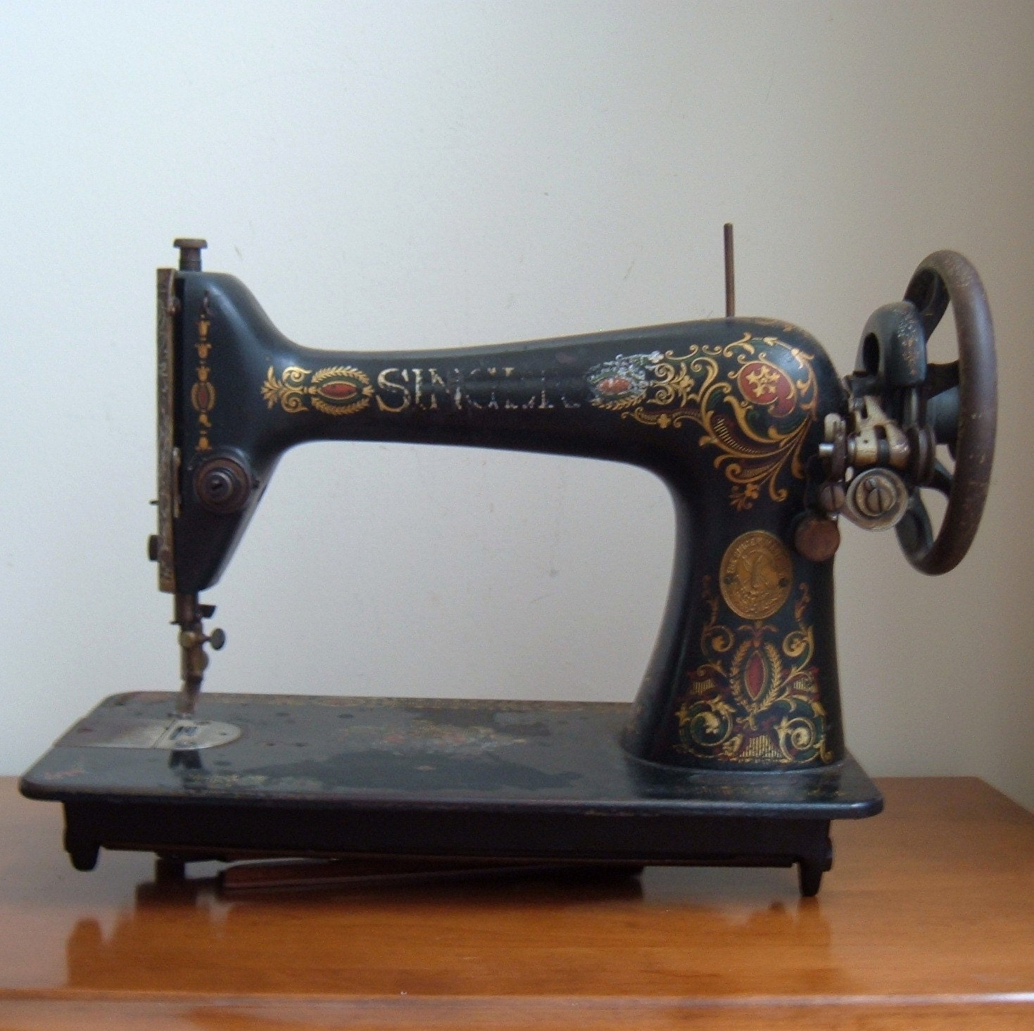 singer sewing machine antique related keywords singer sewing machine antique long tail. Black Bedroom Furniture Sets. Home Design Ideas