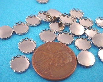 20 Silver tone Round Lace Edge Bezel Cups 7mm