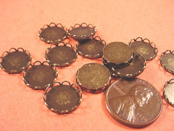 18 Brass Ox Round Lace Edge Bezel Cups 11mm