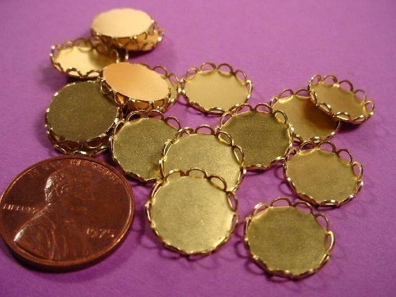 Brass Round Lace Edged Bezel Cups 11mm