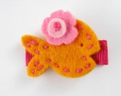 Wool Felt Mini Hair Clip . Fishy Friend . Mac and Cheese Orange with Pink Accents