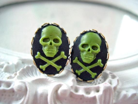 Skull plugs 6mm 2g pirate gauged ears green pirate