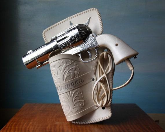 357 Magnum Hair Dryer.  Vintage Novelty Pistol Hairdryer E