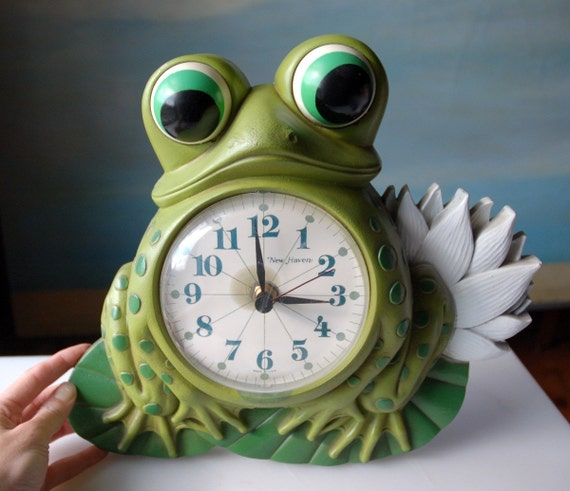 Vintage Frog Wall Clock Retro Plastic Awesomeness