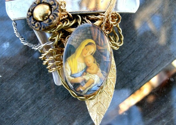 Virginal Pendant