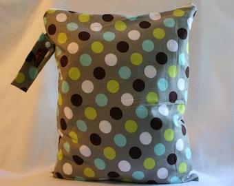 Wet Bag For Cloth Diapers,Wet Bag, Cloth Diaper Bag, Diaper Bag,Gym Bag, XL Gray Dot
