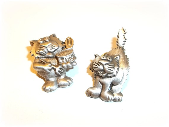 2 Cats Kittens JJ lapel tack pin Tuna
