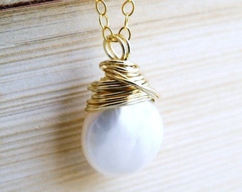 White Coin Pearl Gold Necklace Baroque Pendant GN10