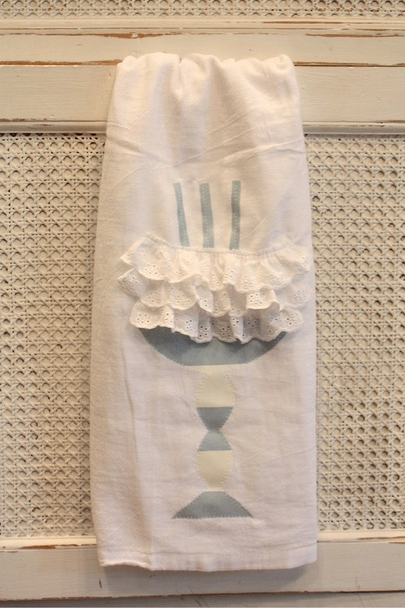 Cake cloth/towel for your kitchen made with cabbages and roses fabric