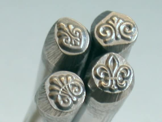 Heart with 3 lobe center design stamp for charm stamping and silver stamping
