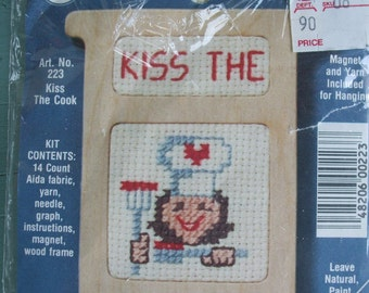 Needlepoint Pattern Kiss the Cook 223 Stitch 'n Frame Aida Cloth Counted Cross Stitch