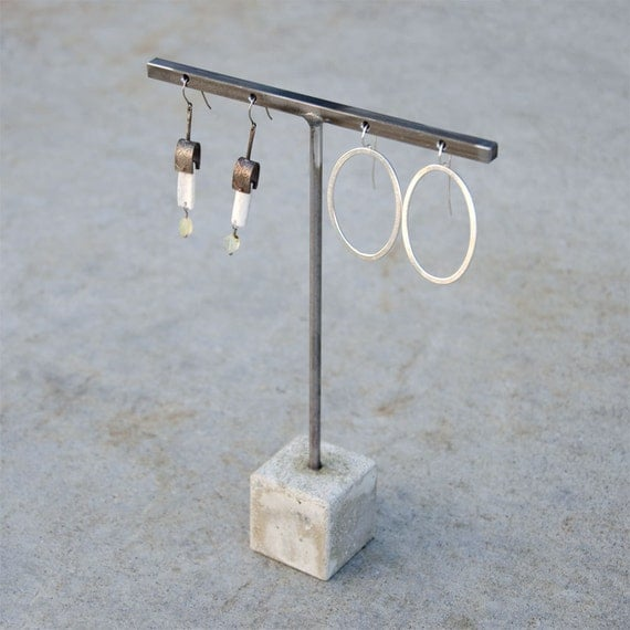 Earring stand, 2 pair, 6 inch, concrete base