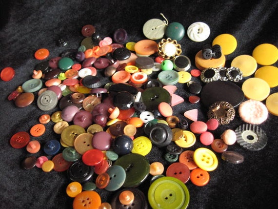 Orange you glad it's fall Vintage to new 215 Buttons shades of orange brown black and brown Halloween Autumn crafting