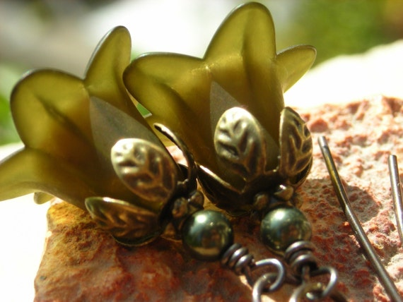 Flower earrings lucite and brass, antique brass petals beaded earrings