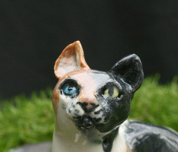 cat figurine - little odd-eyed calico cat - porcelain animal sculpture