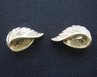Vintage Lisner Goldtone 1960s Clip on Earrings