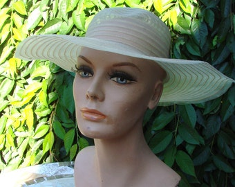 VIntage Ladies Pale Yellow Floppy Brimmed Hat