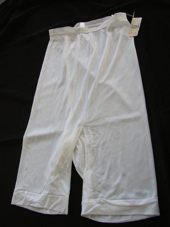 Vintage 1970s Era Vanity Fair White Petti Pants Panties Bloomers NWT Size 6