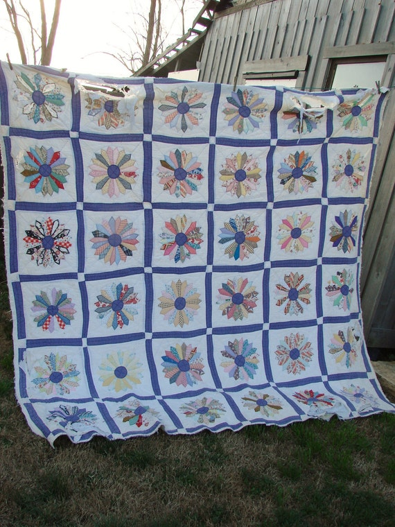 Vintage Dresden Plate Pattern Purple and White Cutter Quilt for Repurposing Crafting Altered Art