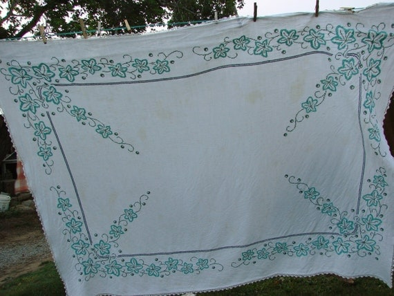 Vintage Hand Embroidery Tablecloth Green Ivy Cross Stitch Crochet Lace Trim