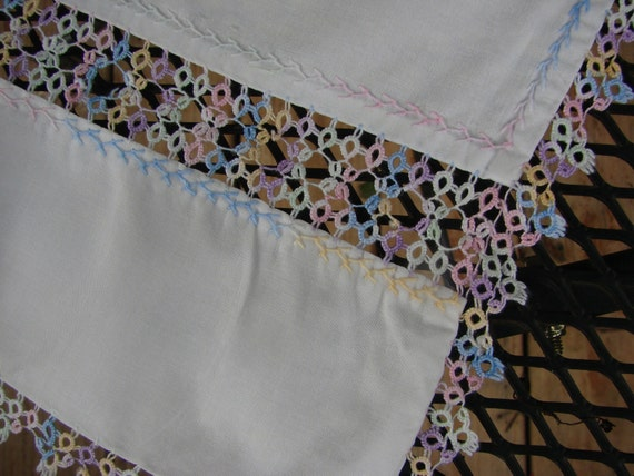 Vintage Dresser Scarf or Table Runner with Tatted Trim and Inserts Tatting