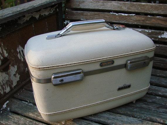 Vintage 1960s Era Ivory White AMERICAN TOURISTER Train Case Suitcase Luggage TIARA