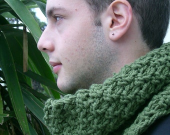 Green chunky cowl knitted handknit warm neckiece bulky cosy winter unisex