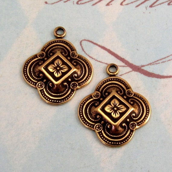 Clover Charm, Antique Gold, Trinity Brass, 2 Pc. AG212