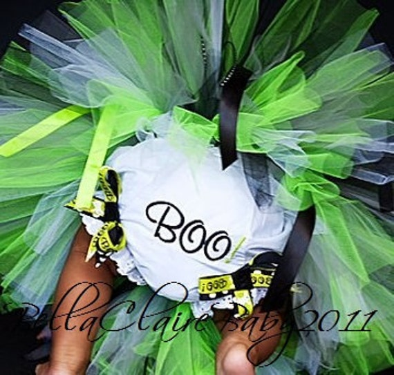 Ready to ship 12-18 months monogrammed BOO Mod Witch Halloween ribbon bow bloomers diaper covers
