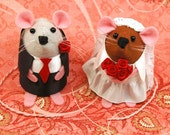 Wedding Cake Topper ornament cute felt bride and groom gift for engaged just married couple - Mr and Mrs Mouse - MTO