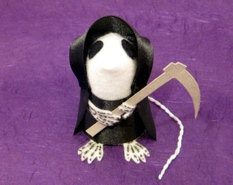 Death Mouse ornament halloween felt rat gothic hamster macabre mice cute halloween decoration Mort the Mouse of Death the Grim Reaper