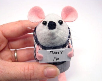 Marry Me Custom Personalised message Mouse - Choose your own sign - cute Artisan felt mice rat ornament gift note animal – Wordsworth