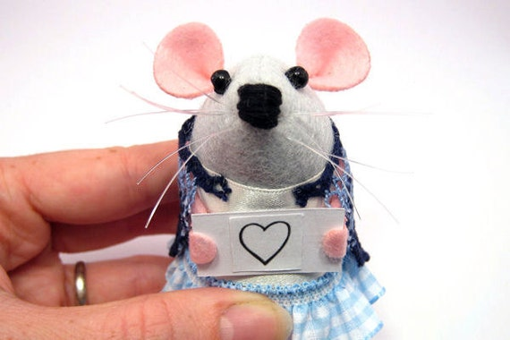 Custom Personalised message Mouse holding a heart sign - Choose your own sign - cute Artisan felt mice rat ornament gift note animal – Paige