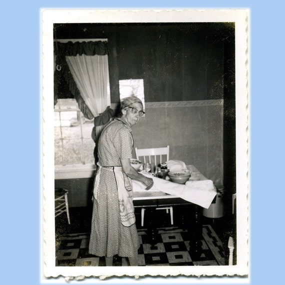 Retro Woman In Kitchen: Old Toothless Woman In Her Kitchen Vintage 1930s Photo 295