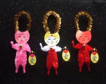 Maneki Neko 3 Lucky Cats with Hearted Lanterns Chenille Ornaments