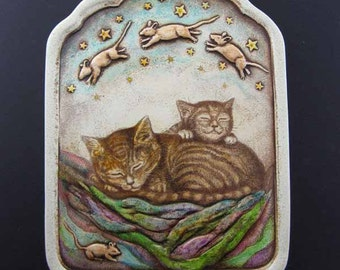 Cat naps on quilt with mouse dreams wall plaque
