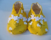 BUSY BEE CLOTH CLOGG BABY SHOES WITH BUTTERFLY LACE