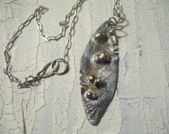 UrbanRomantic Pod necklace