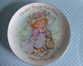 Vintage Mother Days plate dated 1981