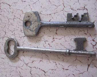 vintage SKELETON  keys Skeleton Keys, Set of 2 Antique Metal Keys, Jewelry Supplies, Collectible Keys, barrel keys  #15
