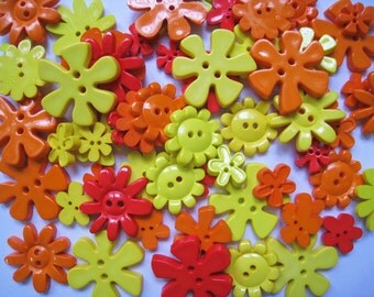 30 pcs of Flower Button - 15mm to 33mm - Red Orange Yellow
