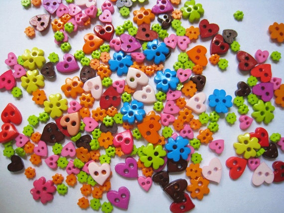 100 pcs of bright tiny heart flower  buttons  - 4mm to 10mm